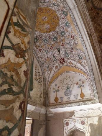 L'intérieur d'un des tombeaux